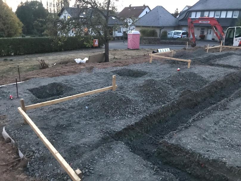Schnurgerüst + Streifenfundament + Terrasse