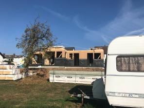 Wohnwagen und Haus