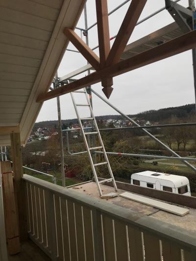 Balkon mit Giebelkreuz